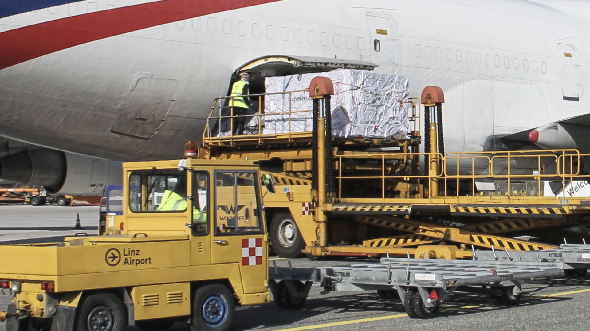 People working around a cargo plane