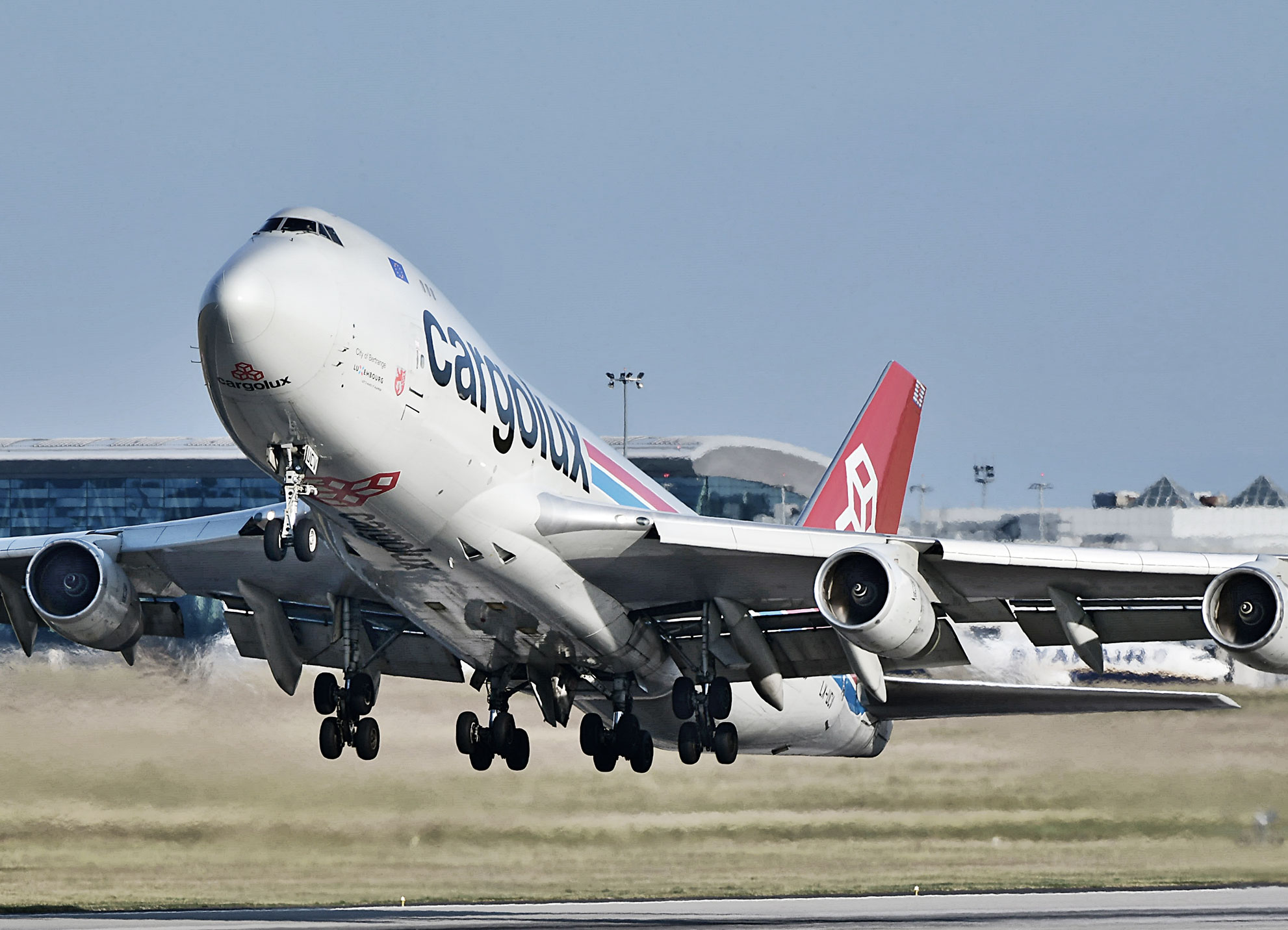 Boeing 747 freighter taking-off