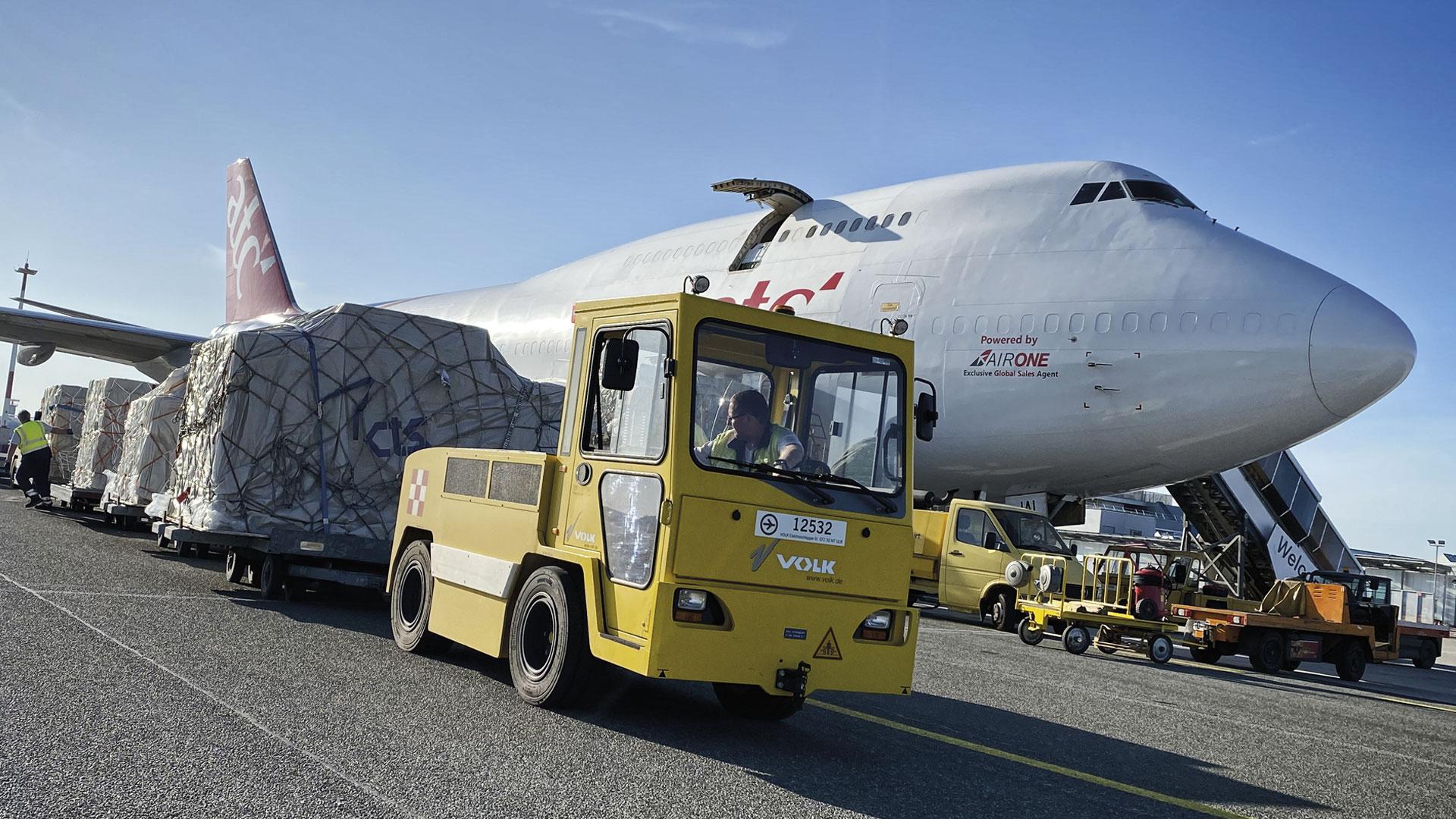 747 Cargo Plane being unloaded